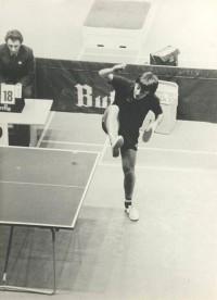 Конни Акессон (Швеция). Подача из-под ноги. Тогда ещё можно было (1982 год)...